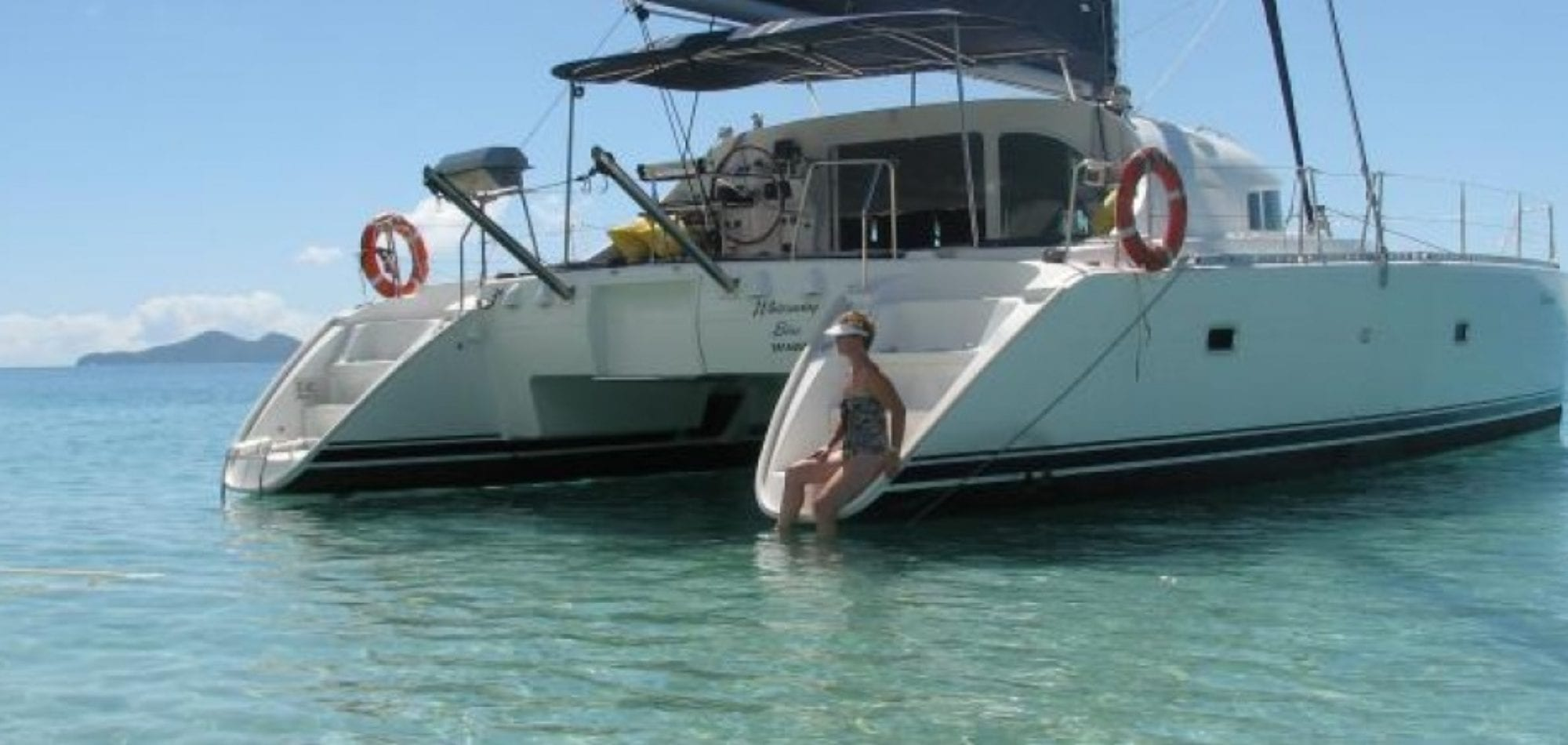 Dive in Australia - Whitsunday Blue sailing catamaran