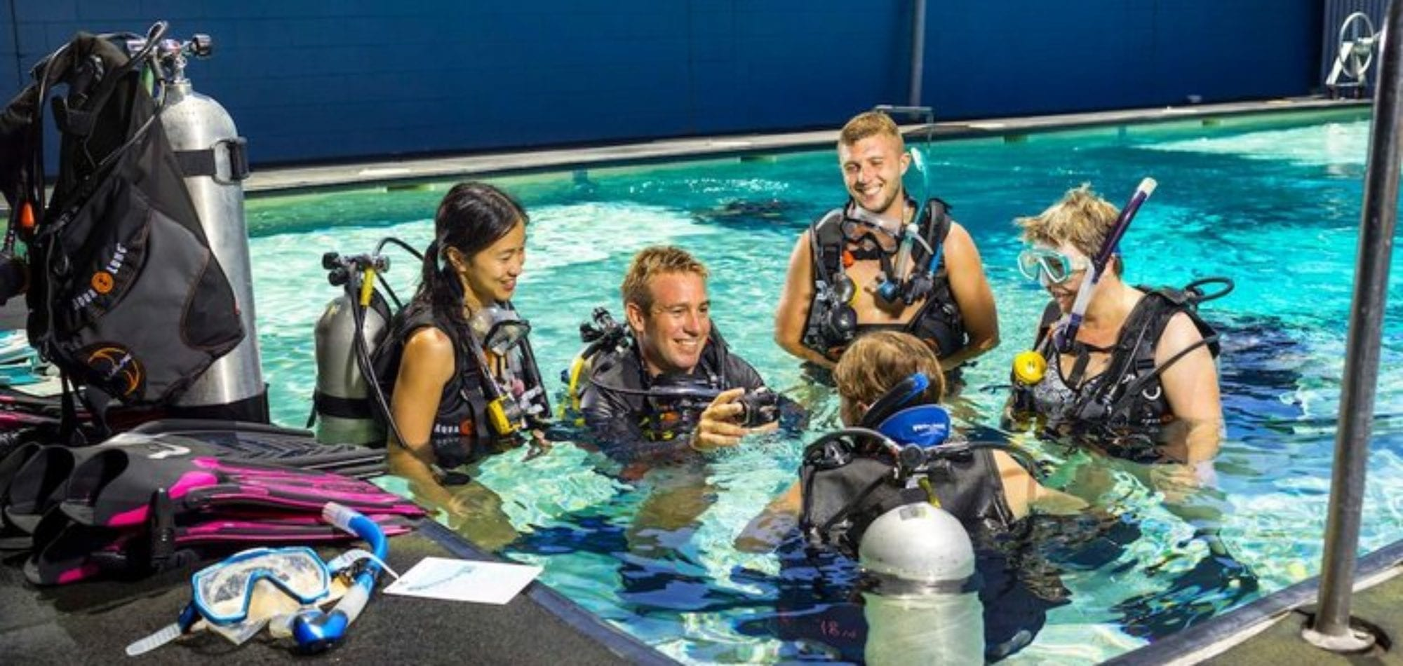 Cairns, learn to scuba dive - students in Pro Dive Cairns training pool